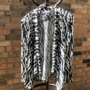Beautiful black and white Charlotte Russe shirt XS